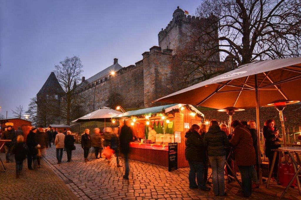 Het kasteel op de achtergrond zorgt voor extra sfeer in Bad Bentheim (© Touristinformation Bad Bentheim).