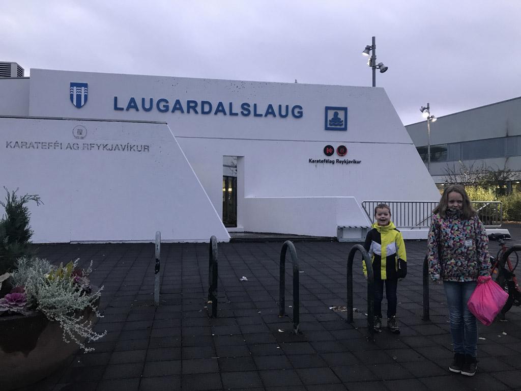 Bij Laugardalslaug mogen we binnen helaas geen foto's maken.