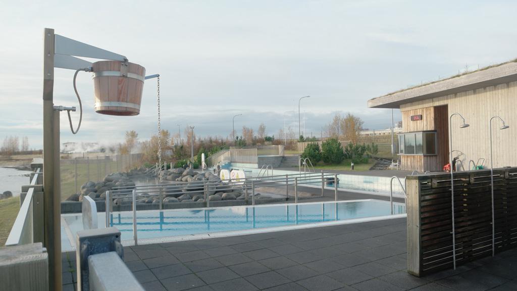 Het is een van de mooiste geothermische baden in IJsland.