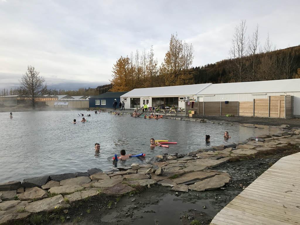 De Secret Lagoon ziet er niet bijzonder uit, maar is wel erg relaxed.