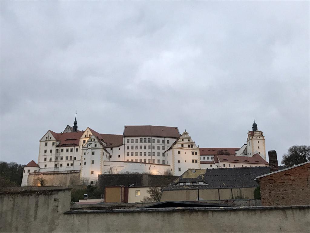 Als je aan komt rijden zie je Schloss Colditz direct liggen.