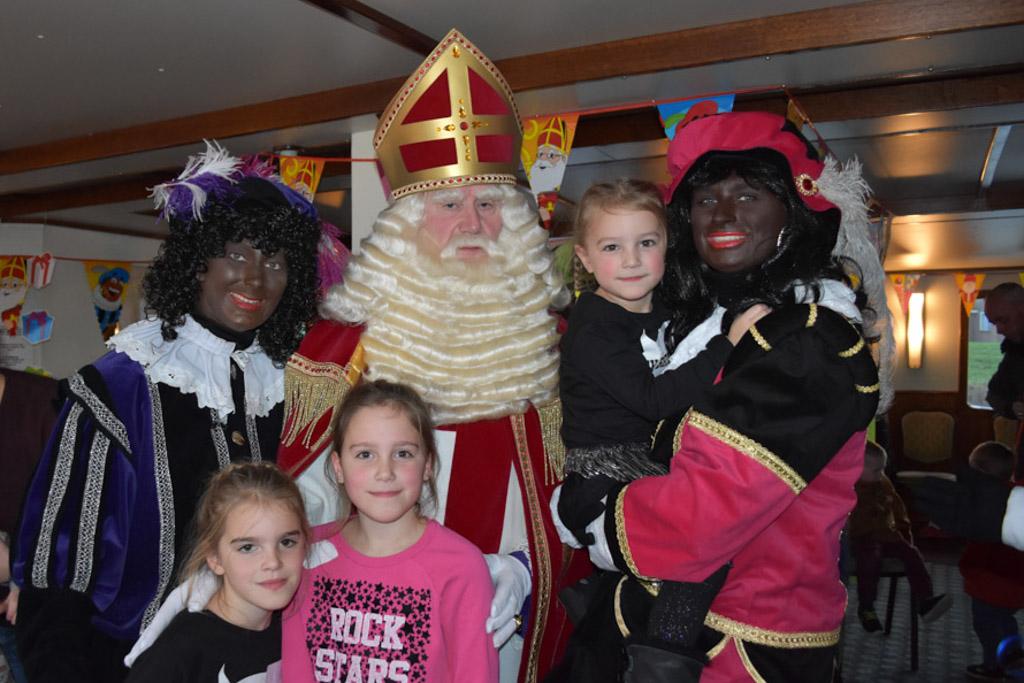 Op de foto met Sinterklaas en de pieten