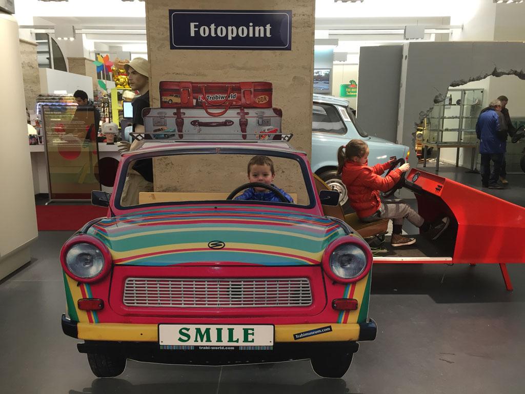 Smile, je zit in een Trabant!