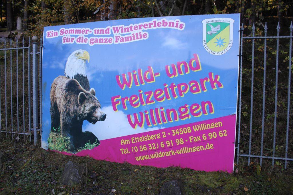 De grote poster bij de ingang van Wildpark Willingen ziet er goed uit.