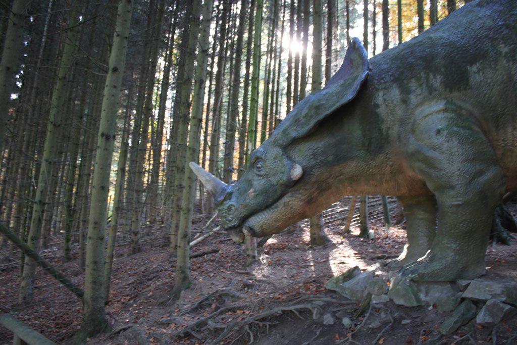 De dino's zijn alleen niet zo indrukwekkend als wij gewend zijn van bijvoorbeeld dierenpark Amersfoort.