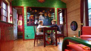 overnachten-in-een-ninjago-cabin-in-legoland