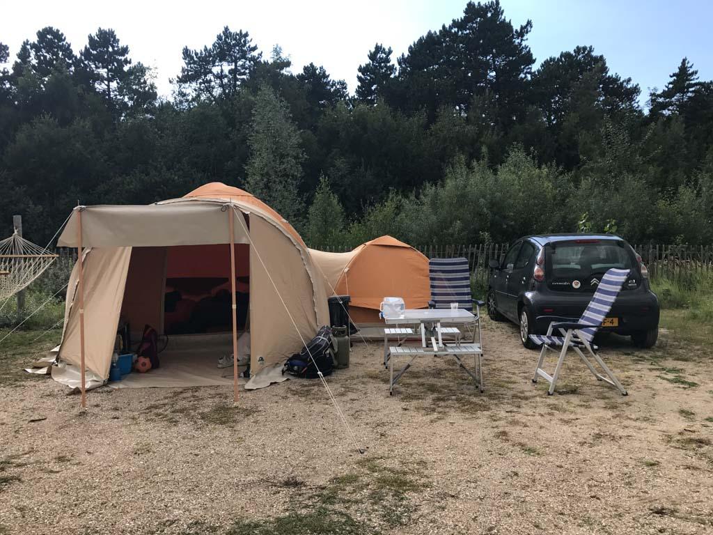 Onze kampeerplek op het Watersportveld.