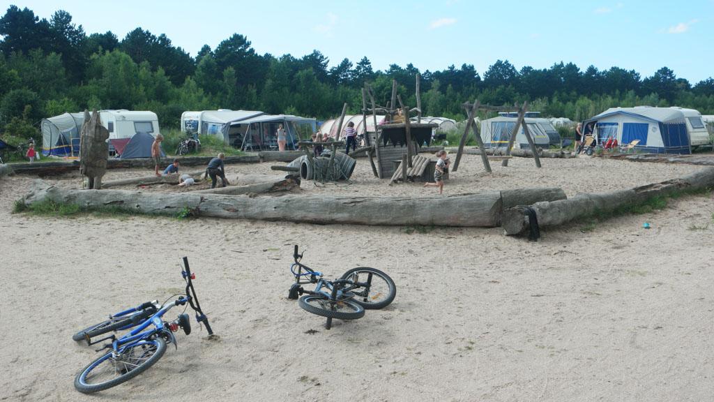 Op een van de andere kampeervelden.