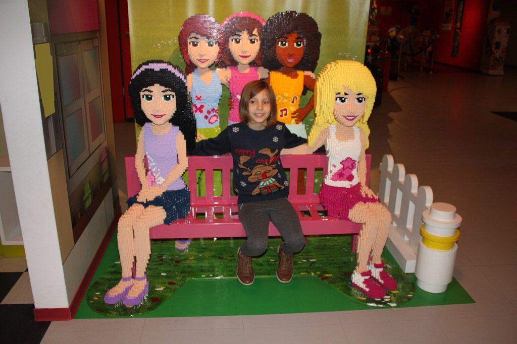 Jongste is blij met LEGO friends.