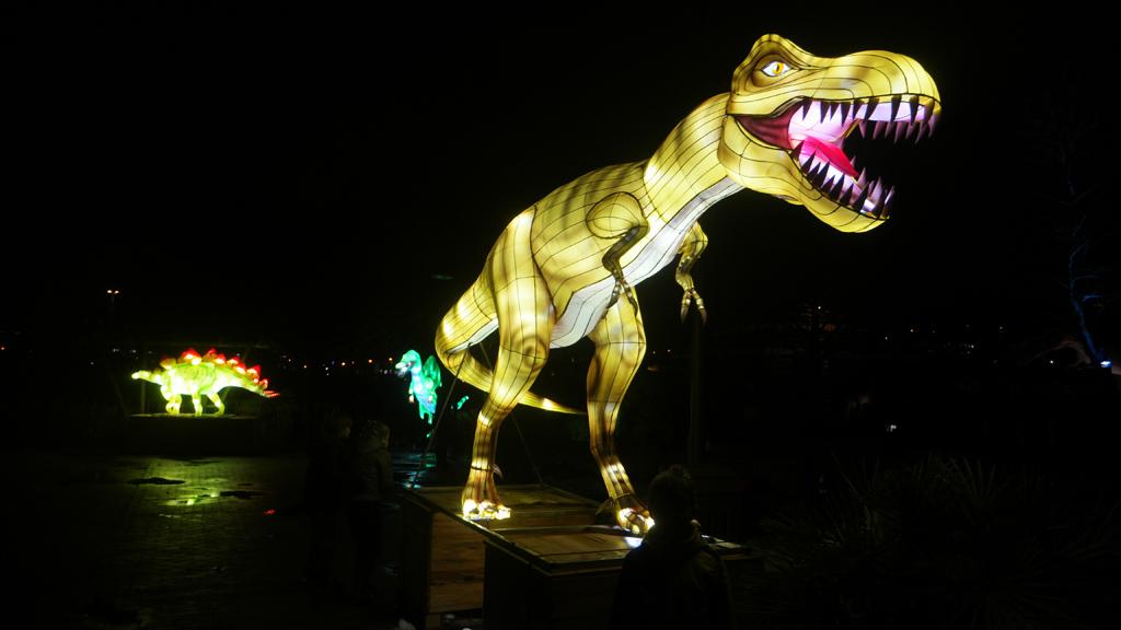 Wow, een lichtgevende T-rex bij Winter Dinoland.