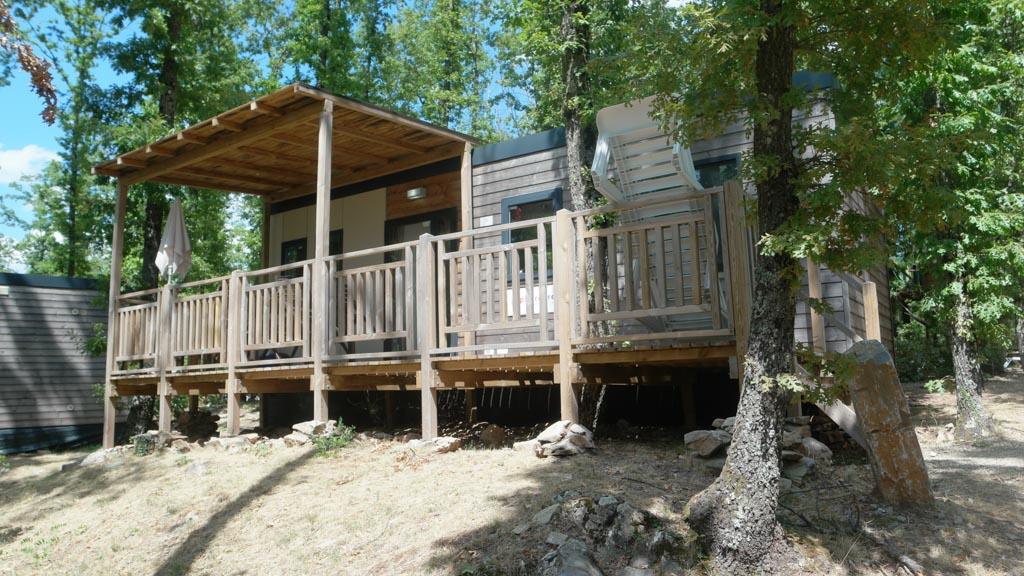 Door het hoogteverschil op het kampeerterrein hebben de meeste accommodaties vrij zicht.