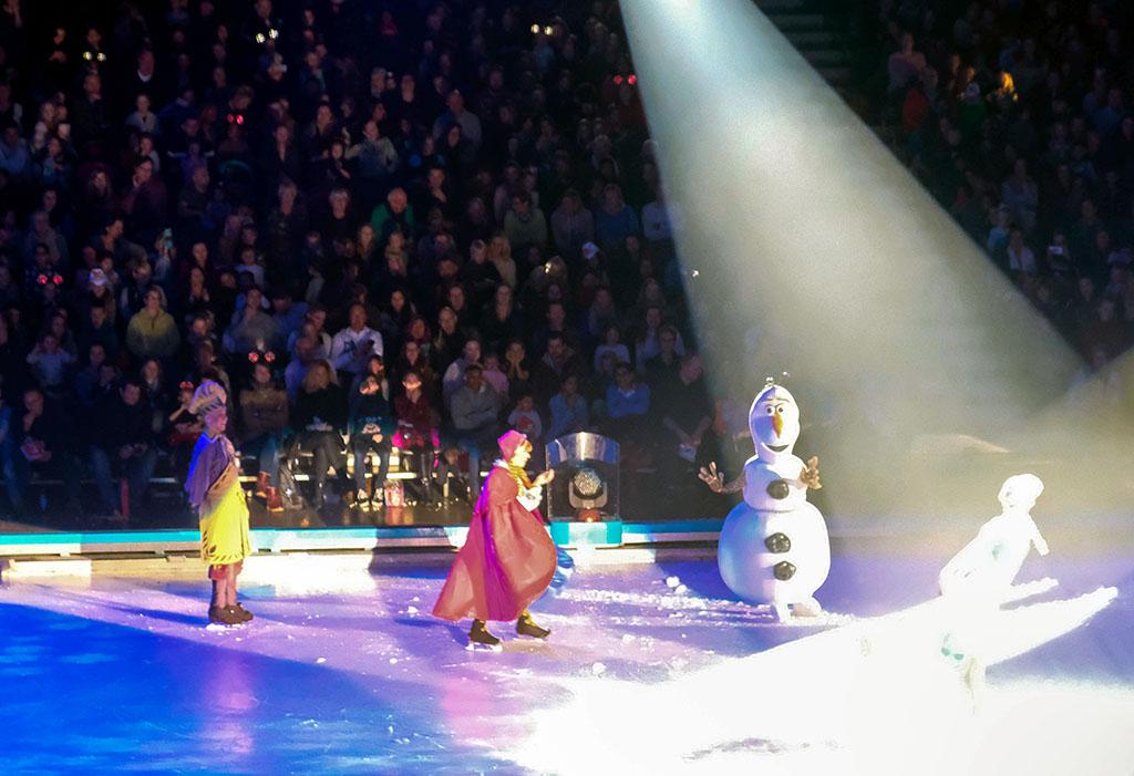 Olaf de Sneeuwpop zorgt voor een komische noot.