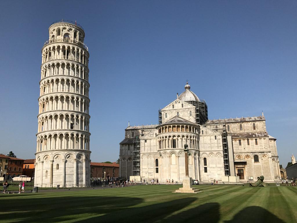 Zo'n schuine toren ziet er raar uit.