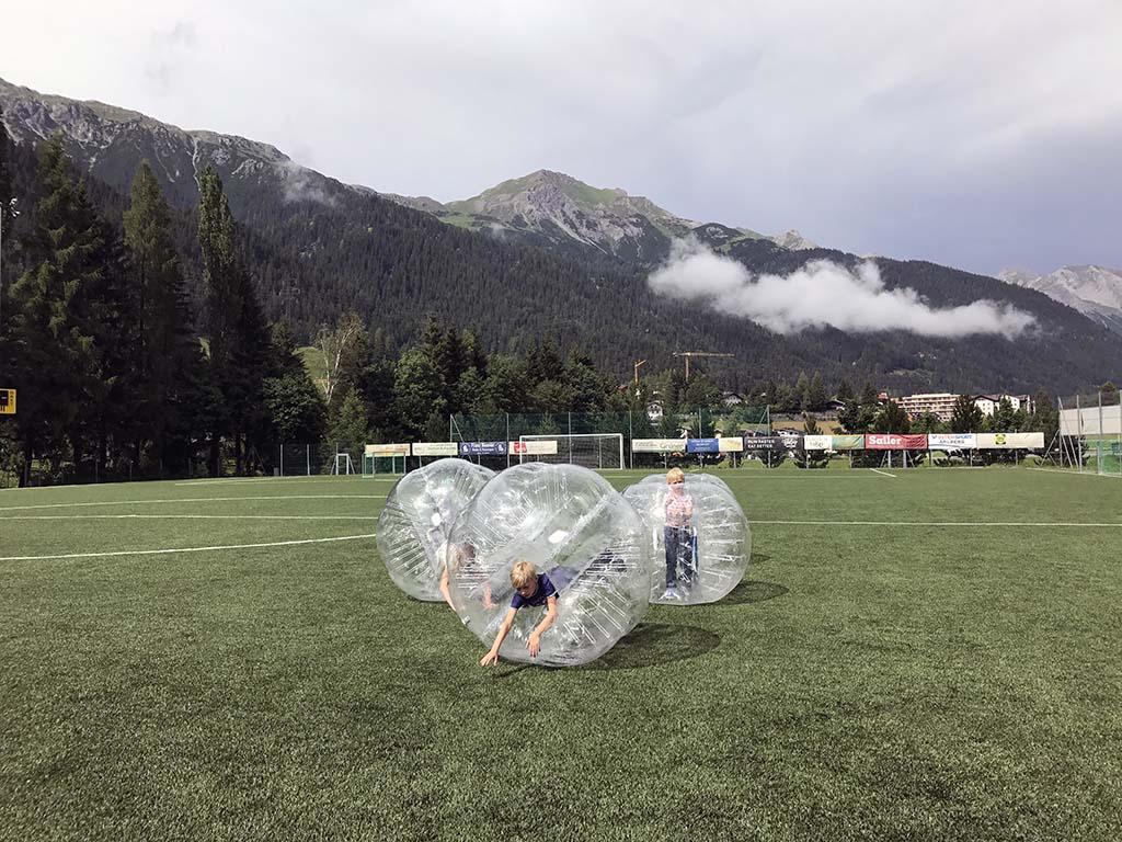 Veel lol in de ballen van het bubble soccer