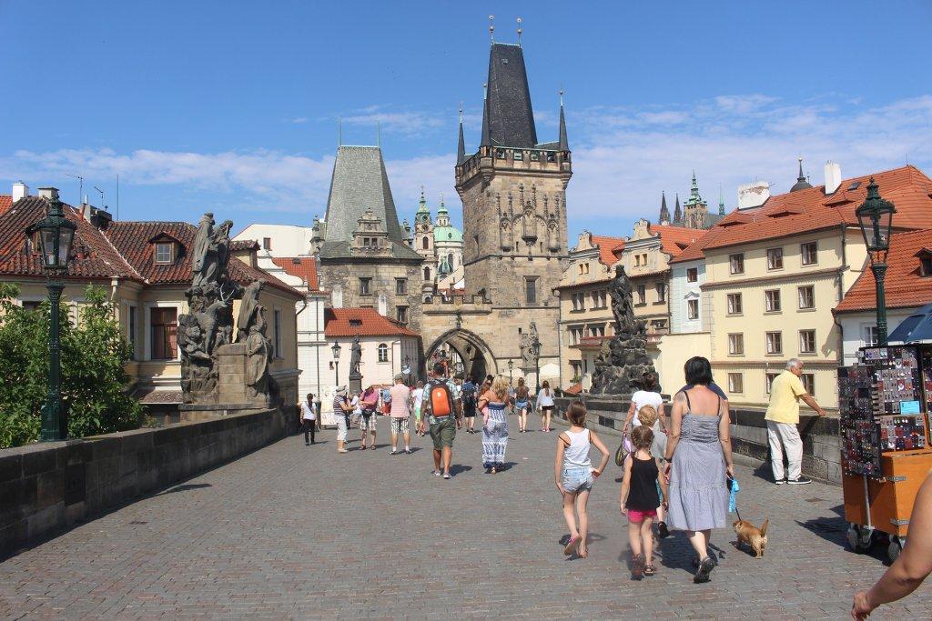 Over de Karelsbrug in Praag