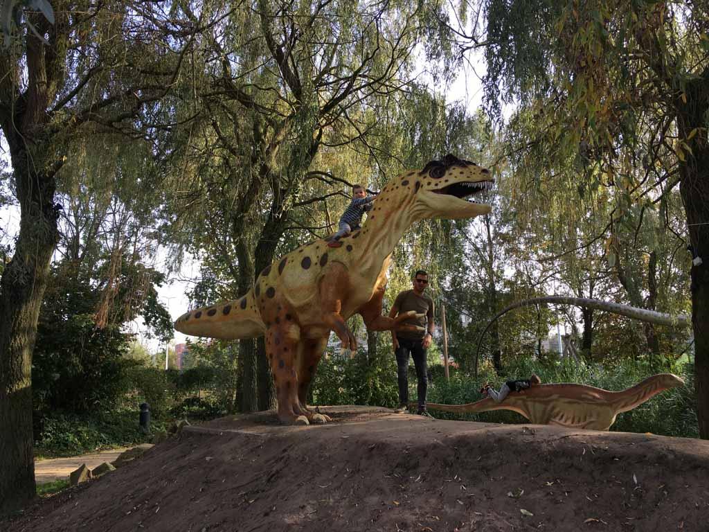 Verrassing! We gaan nog een dagje naar Dinoland.