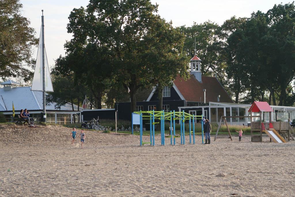Speeltuin op het strand van Droompark Bad Hulckesteijn.