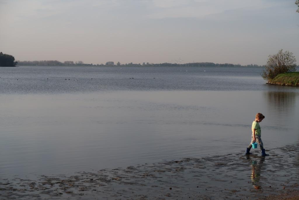 Mats kan er geen genoeg van krijgen: het strand van Droompark Bad Hoophuizen is geweldig.