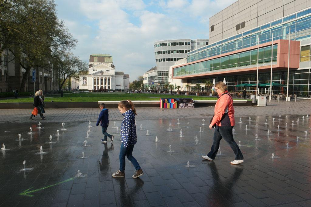 Door het moderne Duisburg