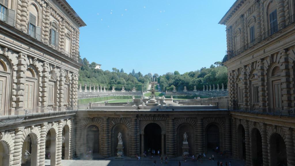 Zicht op de Boboli tuinen vanuit het paleis.