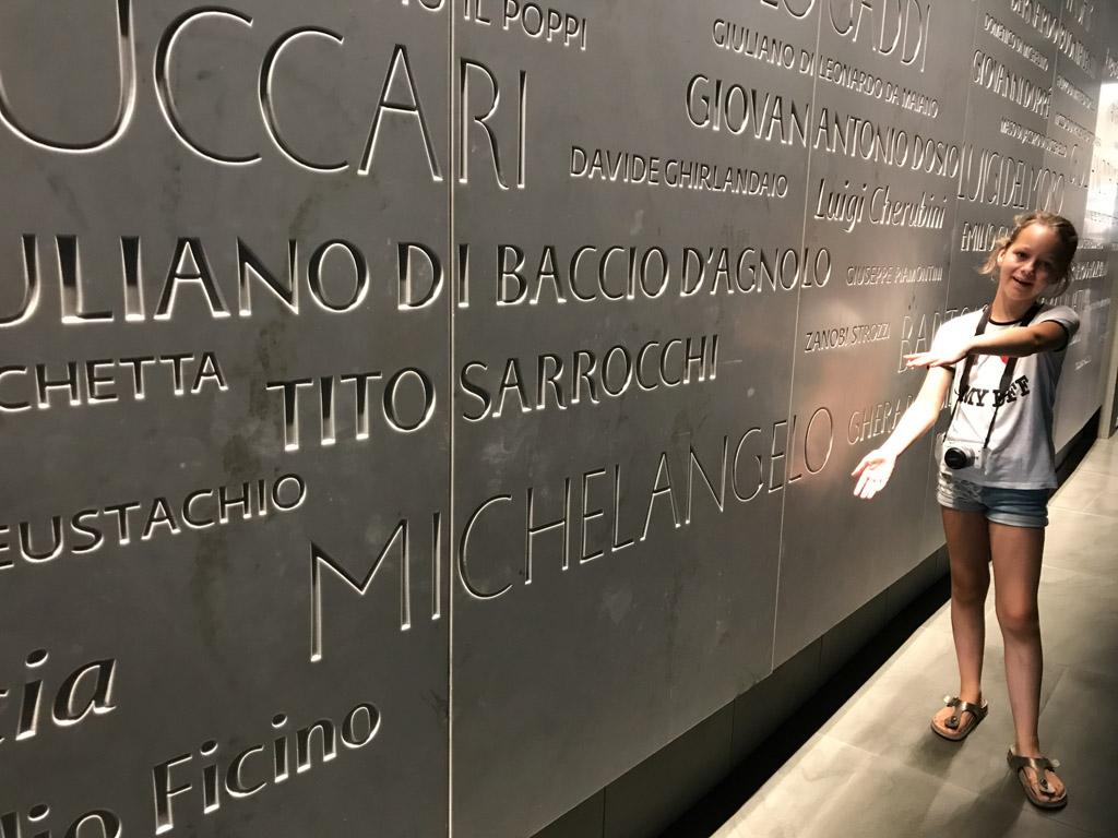 Kijk, Michelangelo, die naam herkent Maureen.