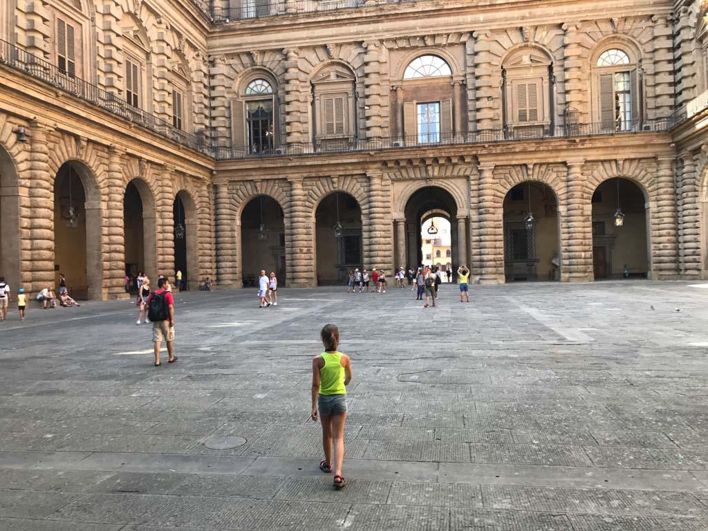 Op de binnenplaats van Palazzo Pitti.