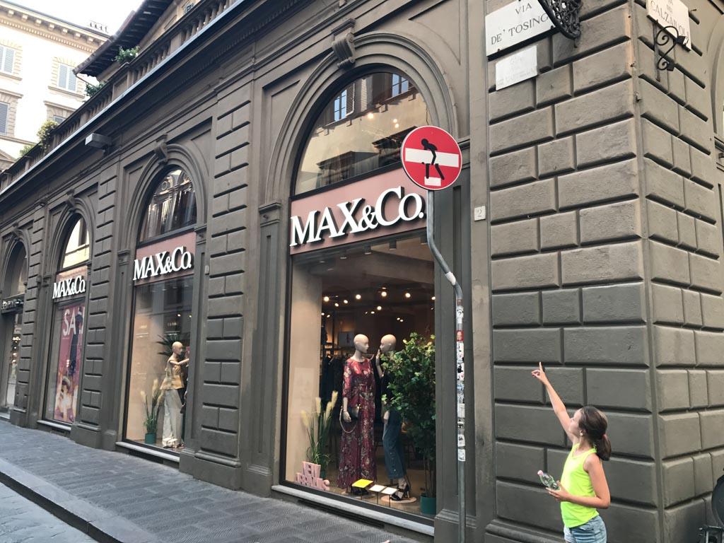 Maak een bezoek aan Florence met kinderen extra leuk door naar deze verkeersborden te zoeken.