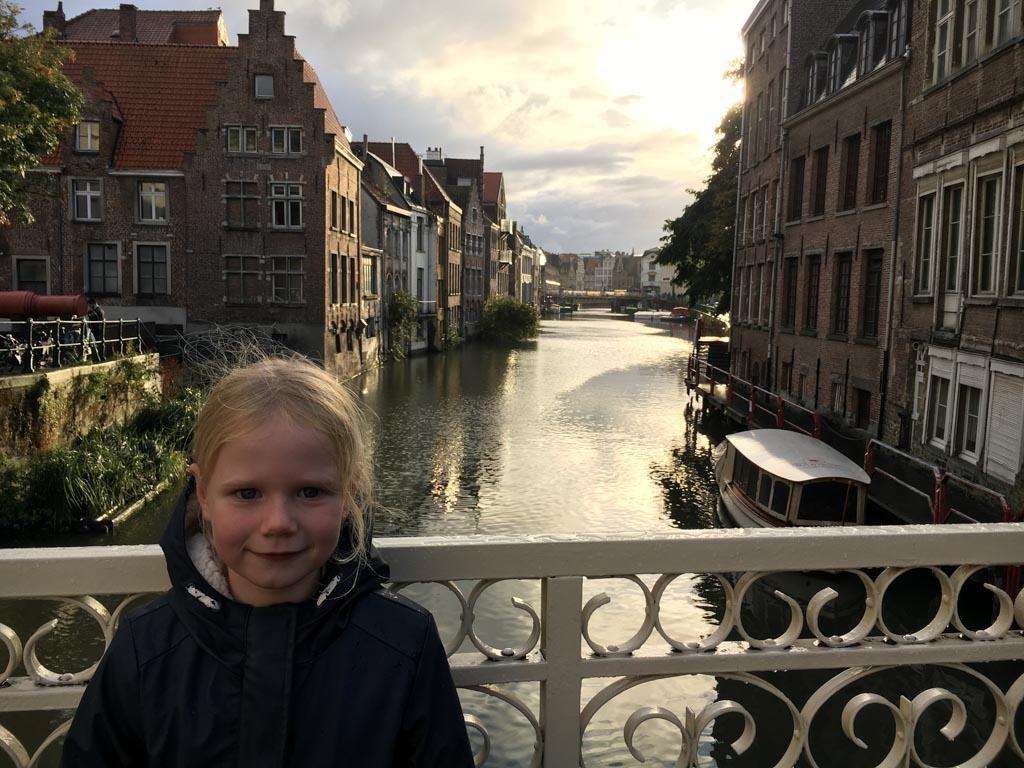 Op een bruggetje in Gent