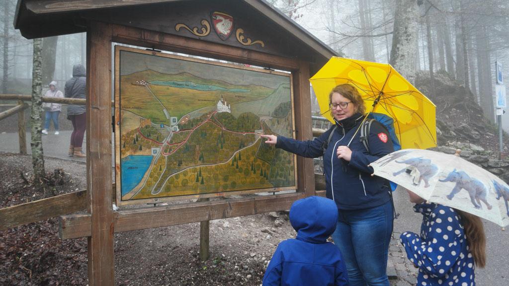 Hier zijn we en daar ligt Neuschwanstein.