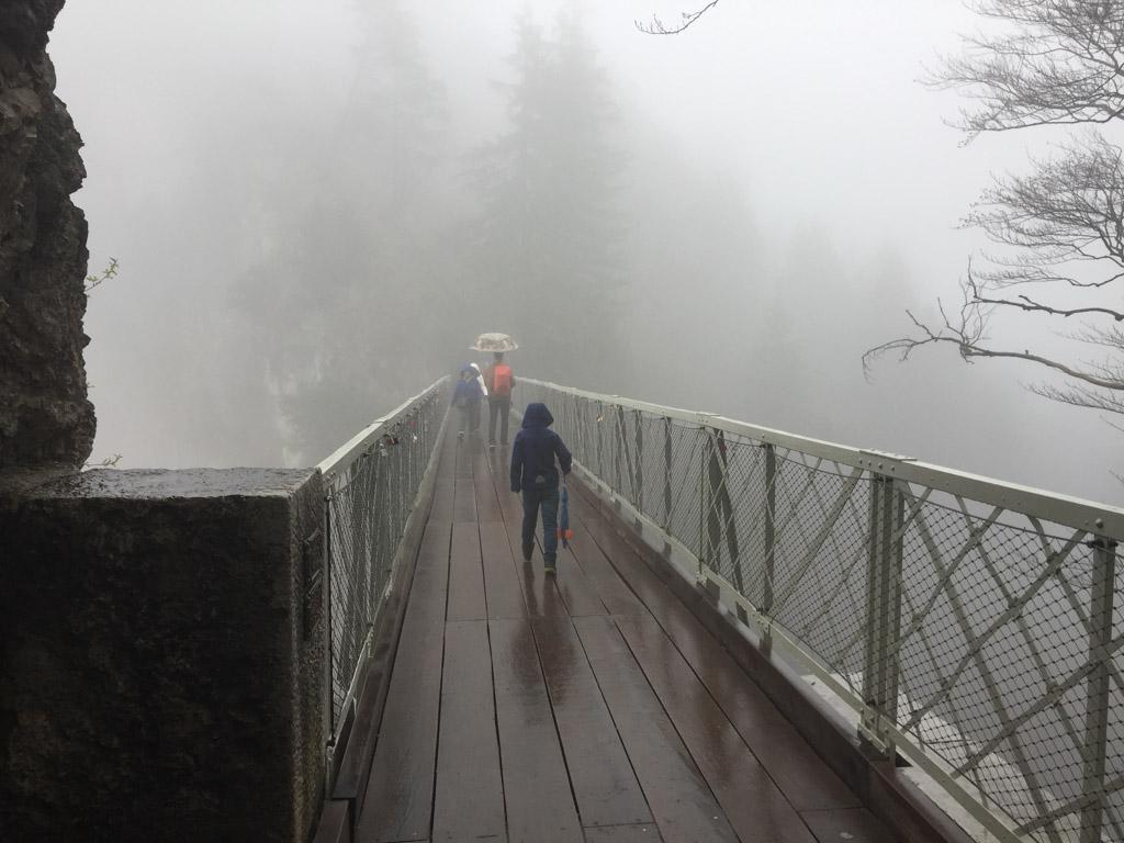 Op de Marienbrucke zien we helemaal niets van Neuschwanstein.
