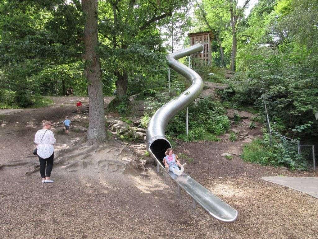 Heerlijk spelen in de speeltuin van Slottsskogen