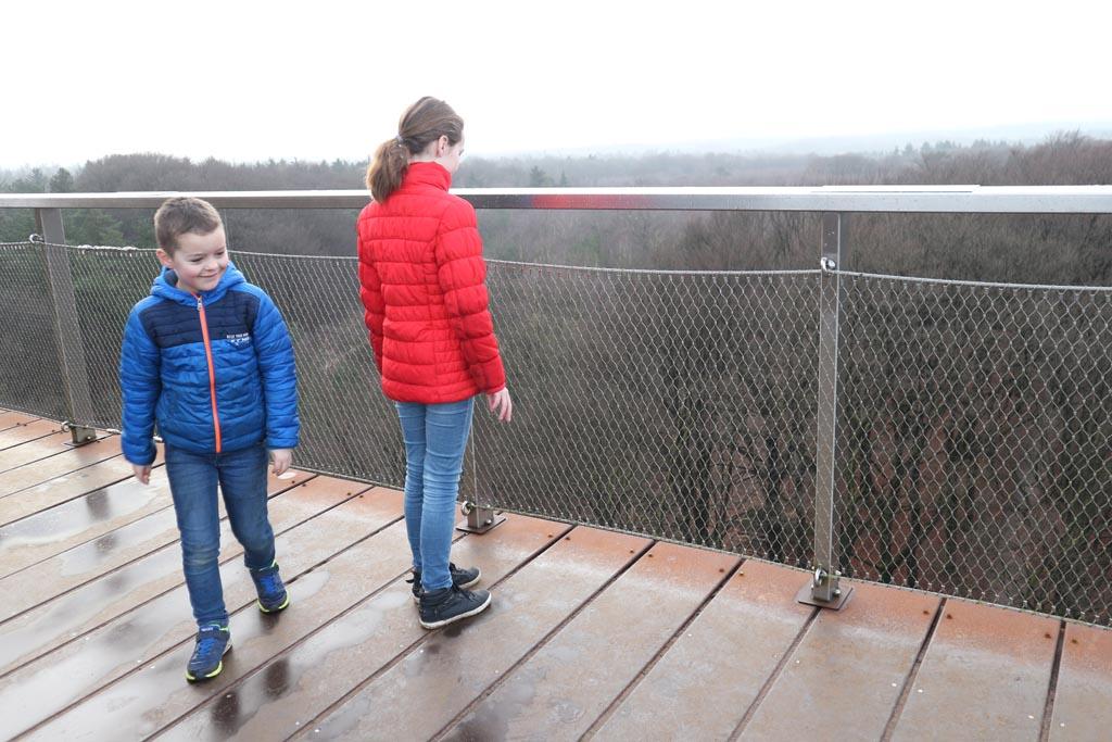 Vanaf de uitkijktoren kun je heel ver kijken.