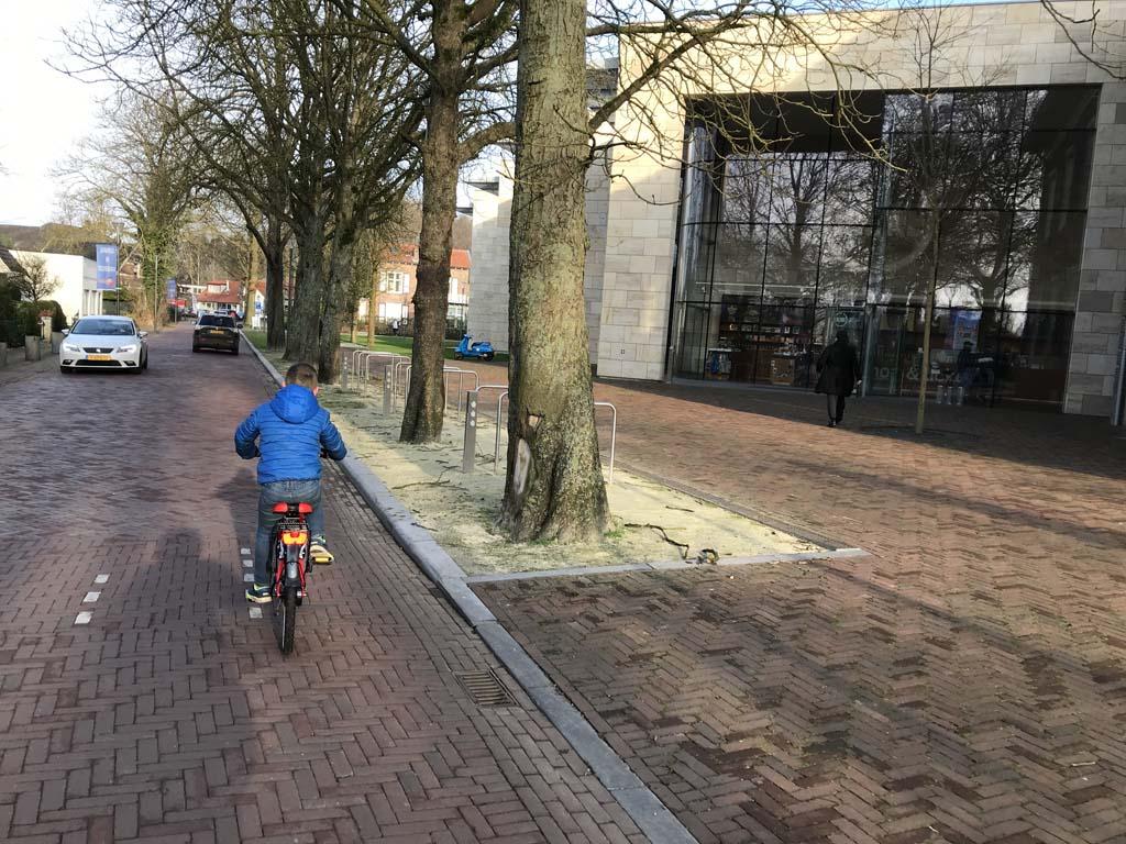 Deze keer fietsen we Museum More voorbij.