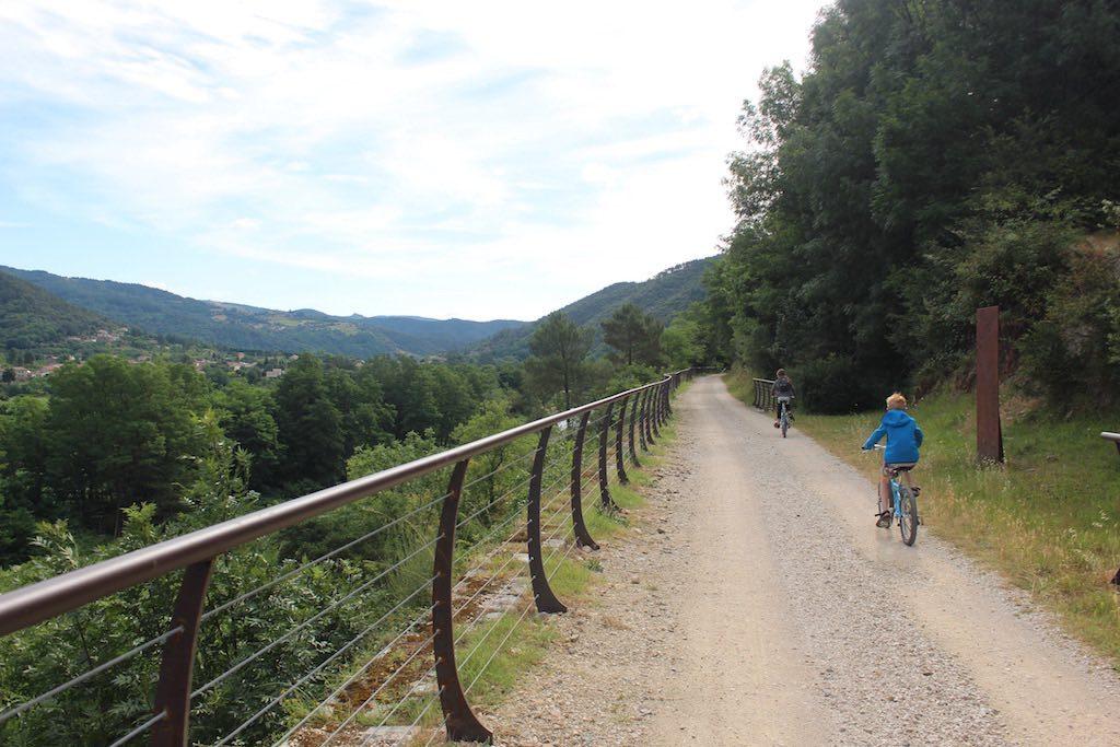 Een fijne outdoorjas met goede ventilatie is prettig tijdens het fietsen.