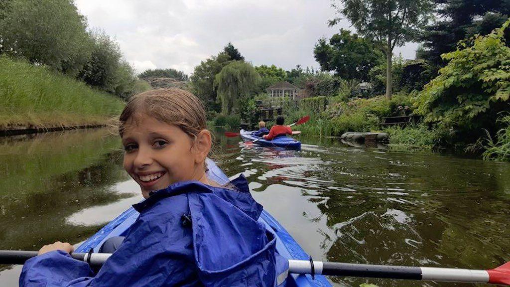 Ook in de regen dikke pret in de kano.