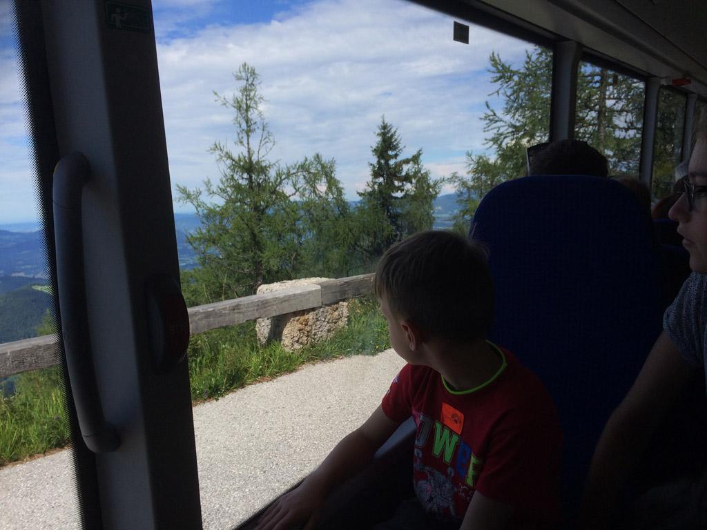 De busrit naar de top van de Obersalzberg.