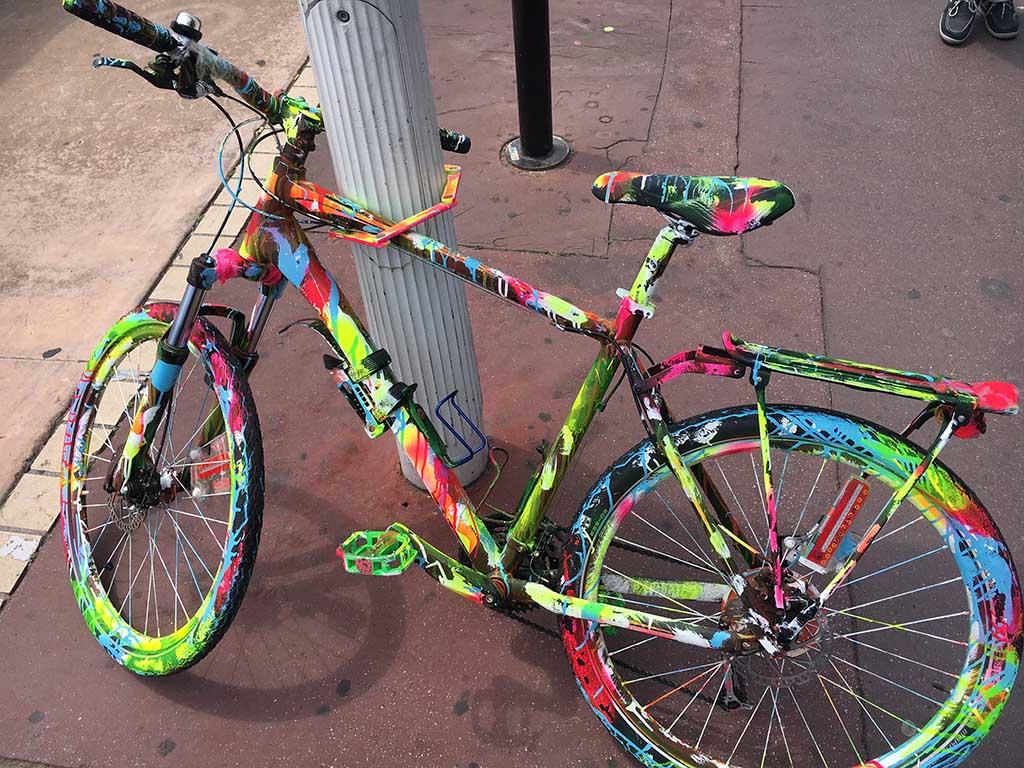 Kleurrijke fietsen in Cannes