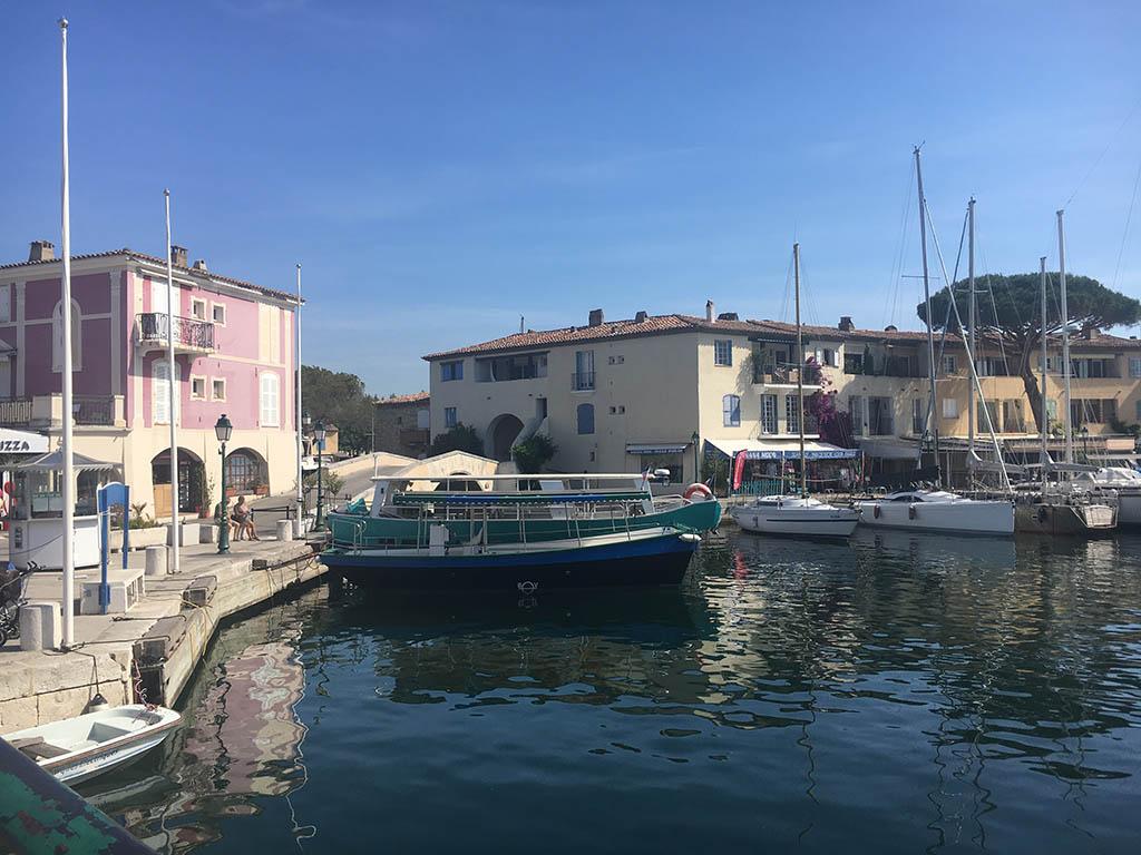 Vanaf Port Grimaud kun je met de boot naar Saint Tropez
