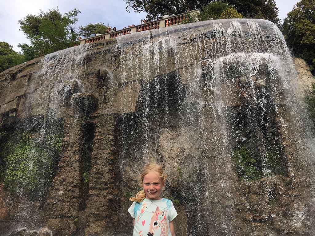 De watervallen bij de burcht in Nice
