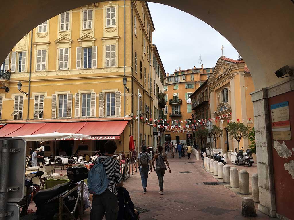 We wandelen in de namiddag door het oude Nice