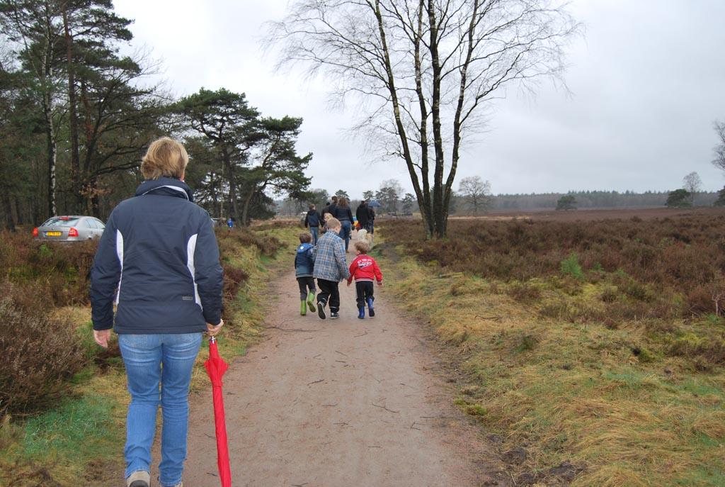 We lopen (en rennen) richting de lammetjesdag van de schaapskooi Epe-Heerde.