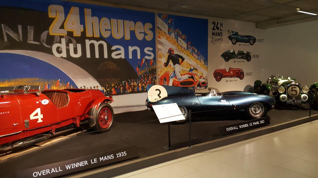 De winnende auto's van Les Mans met het topstuk Jaguar in het midden.
