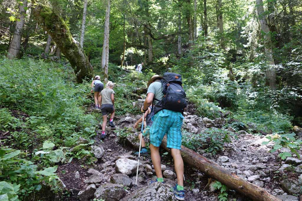 Wandelen bij de Konigssee klimmen
