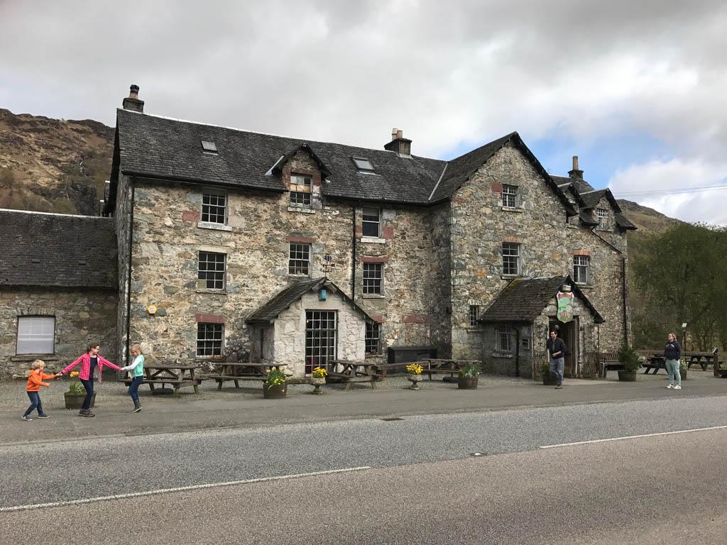 wandelen in Schotland met kinderen Drovers Inn