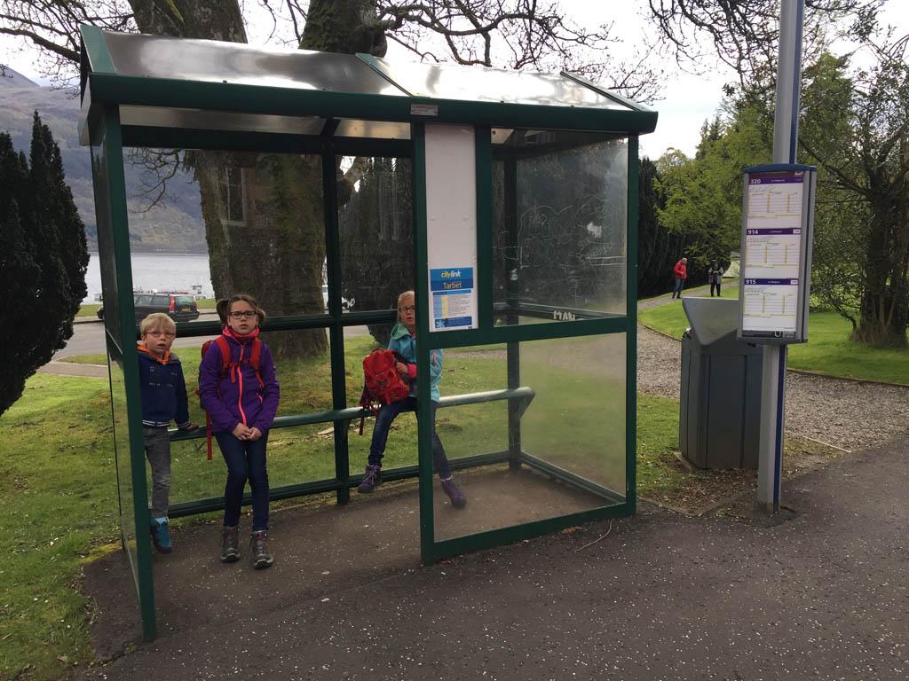 wandelen in Schotland met kinderen bushalte