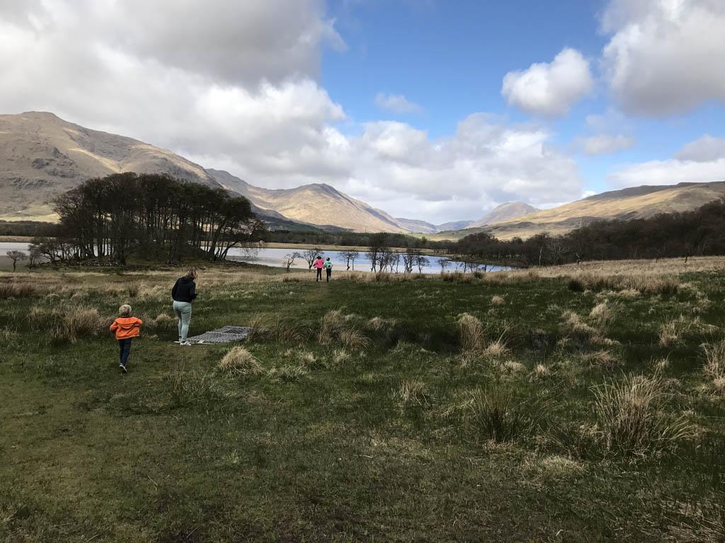 wandelen in Schotland met kinderen onderweg stoppen