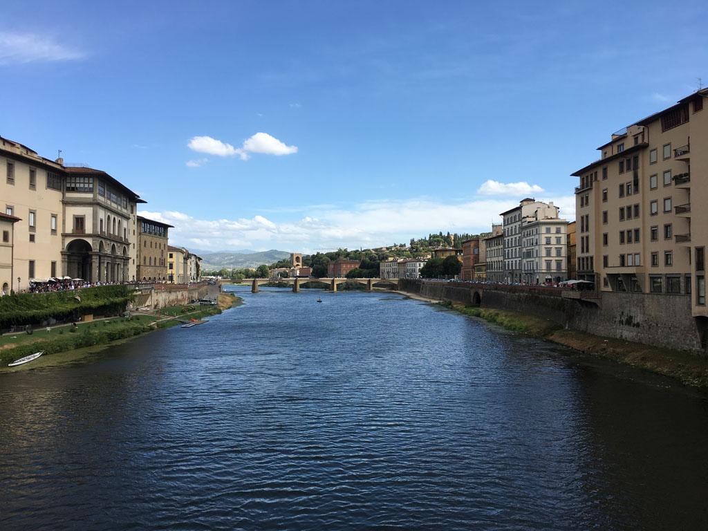 De rivier de Arno in Florence.