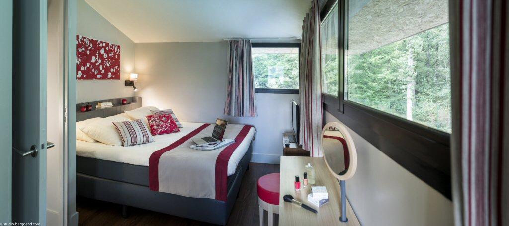 De master bedroom met 180 graden uitzicht (foto: Center Parcs)