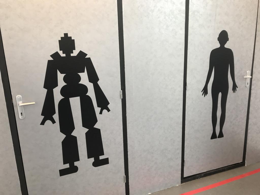Ga je door de 'robot'-deur of de 'mens'-deur?