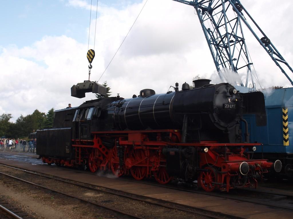 Een dagje met de trein of alleen treinen bekijken vinden peuters heel leuk. (Foto: Saskia)